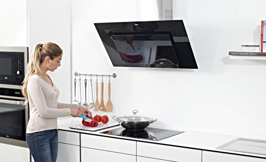 Cách sử dụng và vệ sinh máy hút mùi nhà bếp hiệu quả